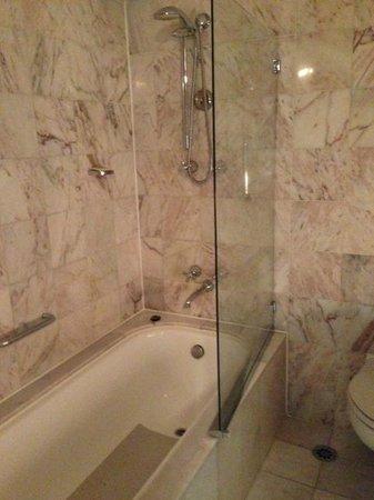 Sofitel Melbourne on Collins: Bathroom 1