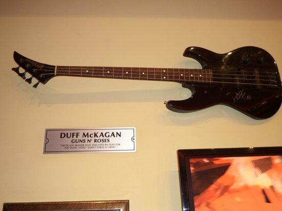 Hard Rock Cafe: una guitarrita quiero una igual