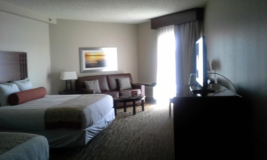 Tan-Tar-A Resort, Golf Club, Marina & Indoor Waterpark: Remodeled room