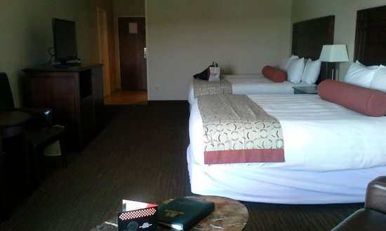 Tan-Tar-A Resort, Golf Club, Marina & Indoor Waterpark : Remodeled room