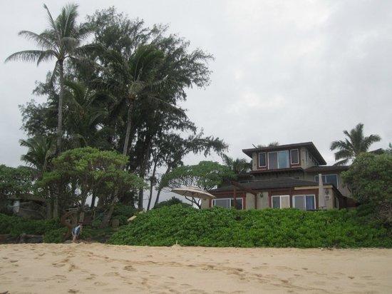 Tiki Moon Villas: View from the beach of the Ocean Sun and Ocean Breeze Villas