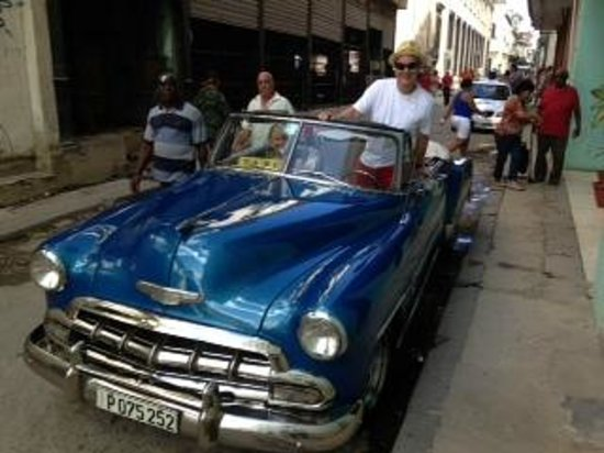 Casas Havana: Yor is an experienced tour guide and speaks excellent English.  He took us on a tour in this cla