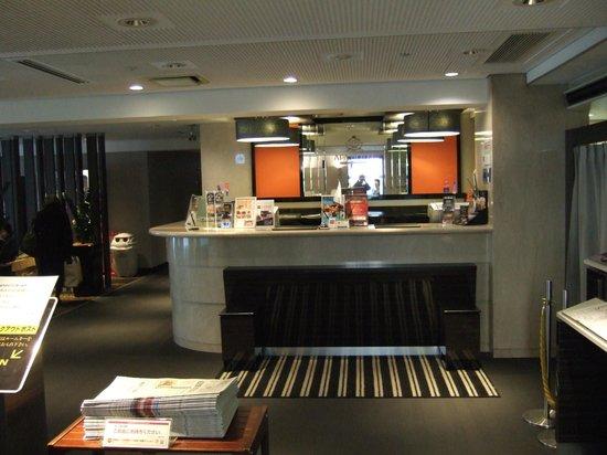 APA Hotel Osaka Tanimachi: ホテルフロント