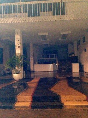 Ramada Acapulco: Sin luz en pleno puente