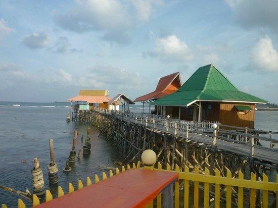 YY Resort and Restaurant : Номера на сваях