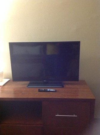 Comfort Inn and Executive Suites: tv