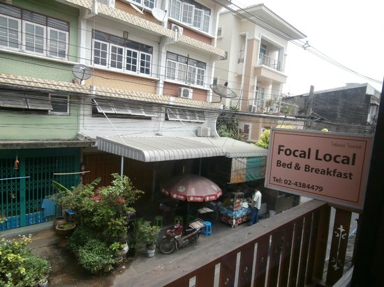 Focal Local Bed and Breakfast: street view from Siamese room