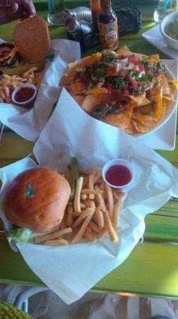 Jimmy Buffett's Margaritaville Ocho Rios: Nachos y Hamburguesa