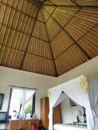 Mandala Desa: room, high ceiling