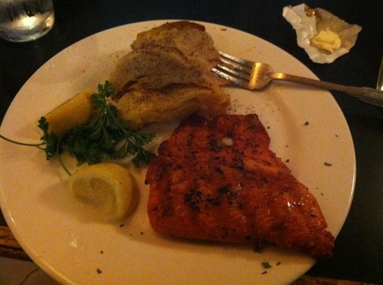 Juicy Lucy's Steakhouse: Salmon and potatoes