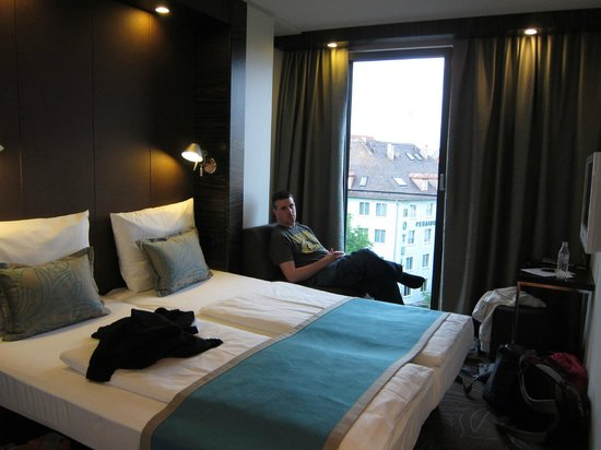 Motel One Muenchen-Sendl. Tor: Clean and comfortable room