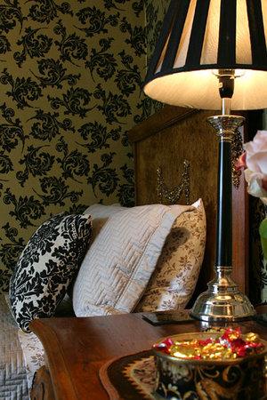 Eden Park Bed & Breakfast: The Yellow Room