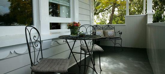 Eden Park Bed & Breakfast: The Front Deck