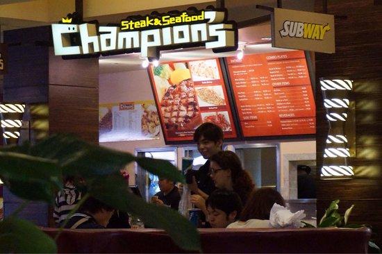 Royal Hawaiian Center : ロイヤルハワイアンセンター2階にあるチャンピオンステーキ。ステーキとガーリックシュリンプを食べました。 安くて美味しかったです。