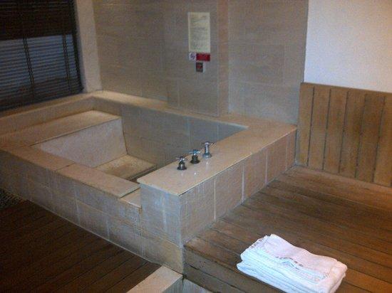 Sweetme Hotspring Resort: Hot Spring Tub