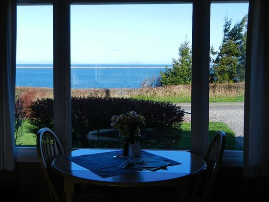 Dungeness Bay Cottages: View of Dungeness Spit and Strait of Juan de Fuca