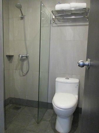 Citin Seacare Hotel Pudu Kuala Lumpur: Small Bathroom