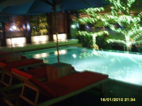 A-One The Royal Cruise Hotel: kolam renang