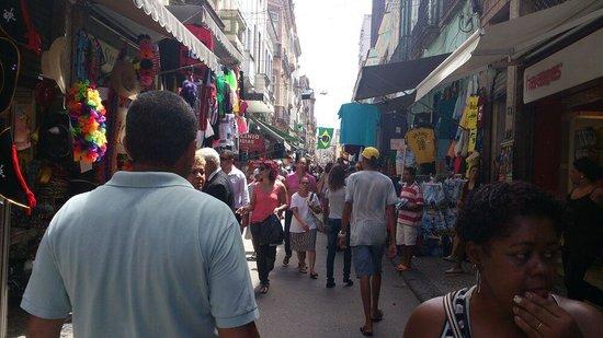 Saara Shopping District: Una de las colorida calle del mercado