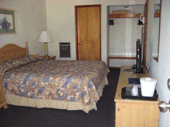 Bluebird Inn: Room
