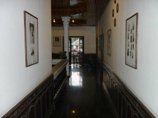 Vangsavath Hotel: Hotel corridor upstairs