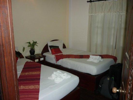 Vangsavath Hotel: Standard Twin Room upstairs
