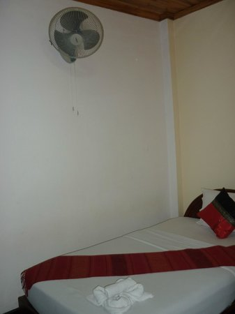 Vangsavath Hotel: Air conditioned room also includes fan.