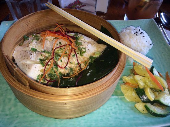 Haleiwa Joe's: Steamed Chinese style fish tea leafs