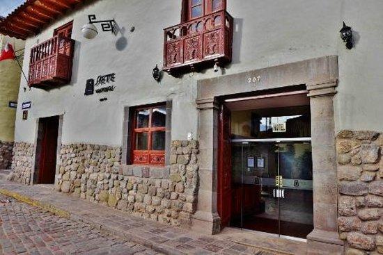 Siete Ventanas Hotel: From the street