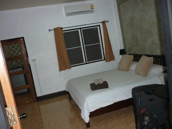 "Escape-Cabins : ""Sino"" garden view room along driveway - Room 10"