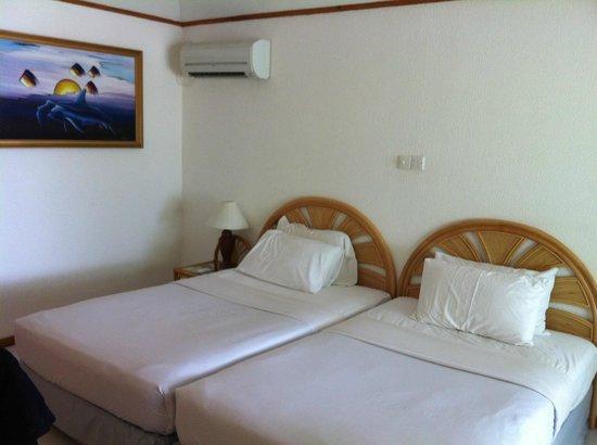 Paradise Island Resort & Spa : this is the room - to be consider 5 stars hotel!!!