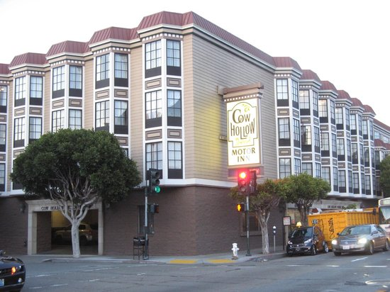 Cow Hollow Motor Inn and Suites: Hotel