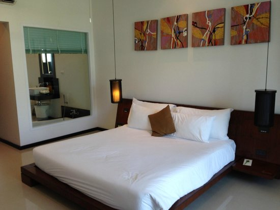 Two Villas Holiday Oxygen Style Bangtao Beach: huge bed