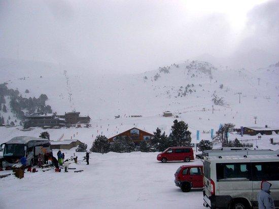 Grau Roig Andorra Boutique Hotel & Spa: Вид от отеля - пуржит...