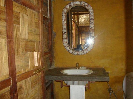 The Flying Elephant : Washroom