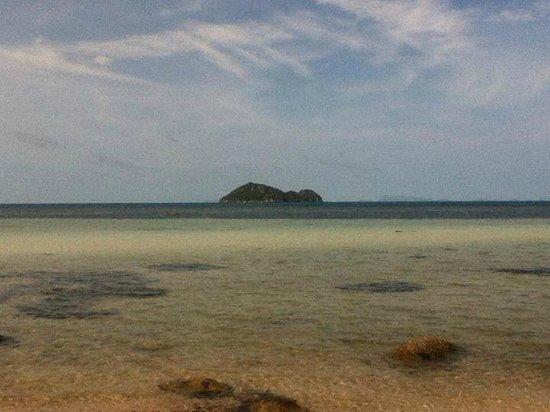 Beach 99 Koh Phangan: View of koh Tae Nai - the island near the pier.
