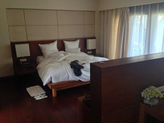 Pullman Danang Beach Resort: VERY comfy bed!!