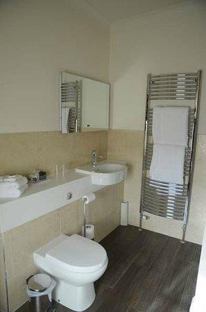 The Pheasant Hotel: bathroom 1