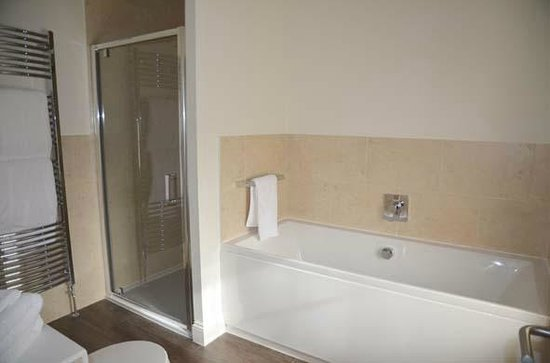 The Pheasant Hotel: bathroom 2