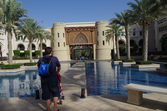 The Palace Downtown Dubai: Front of hotel