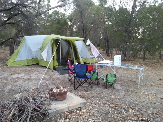 Lake Fyans Holiday Park: Our camp site :)