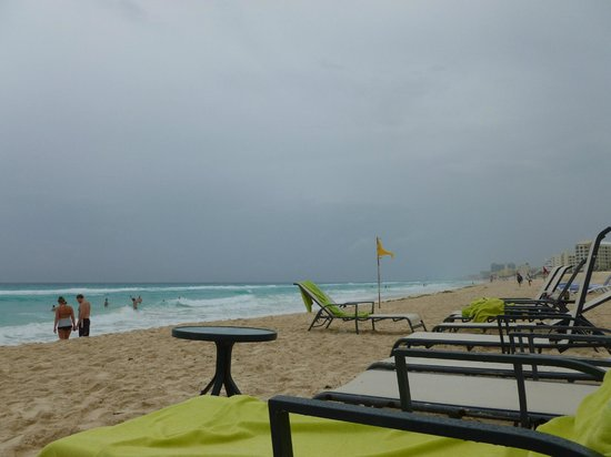 ME Cancun: Beach view