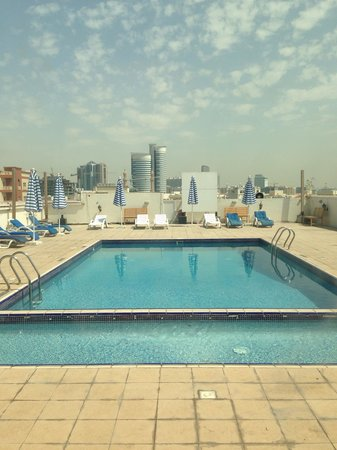 Smana Hotel Al Raffa: Pool and gym are ok but closed on Friday? Why? The pool/gym assistant is off on Fridays!