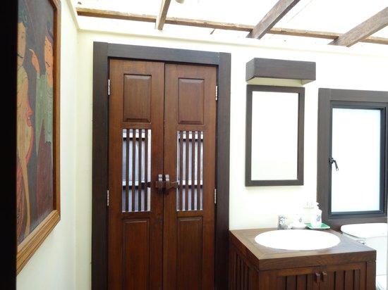 Rai Saeng Arun: Toilet