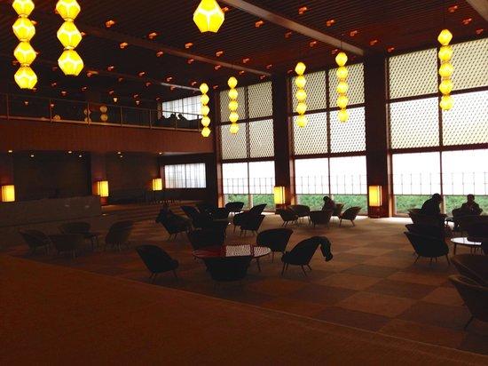 Hotel Okura Tokyo : Hotel Okura Main Lobby (day)