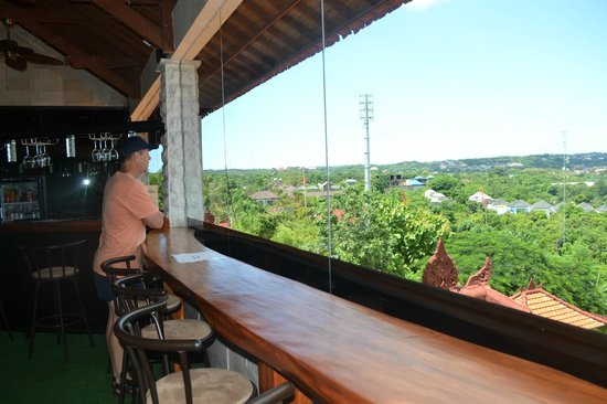 Jimbaran Cliffs Private Hotel & Spa: Checking out the beautiful view from the restaurant