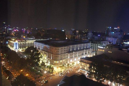 Caravelle Saigon : 部屋から見下ろしたドンコイ通り