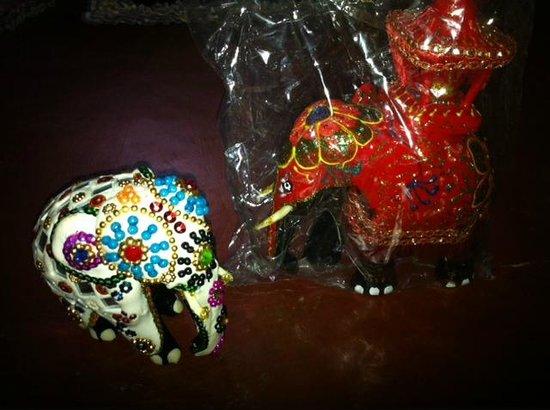 Gamage Stores: Mirror Elephant & Peherera Elephant