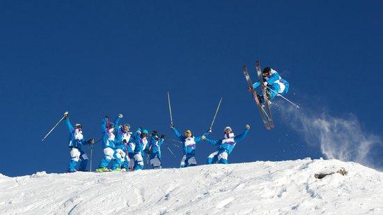 Summit Ski & Snowboard School: Summit instructor Harry getting props from the team