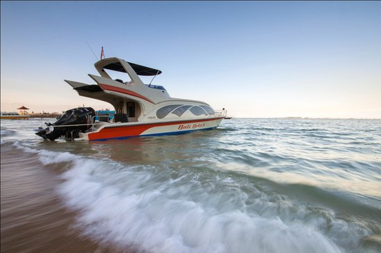 Bali Brio Fast Cruise: Young fleet of fast-boat, seasoned Captain & crew, modern navigation system, all to ensure the s
